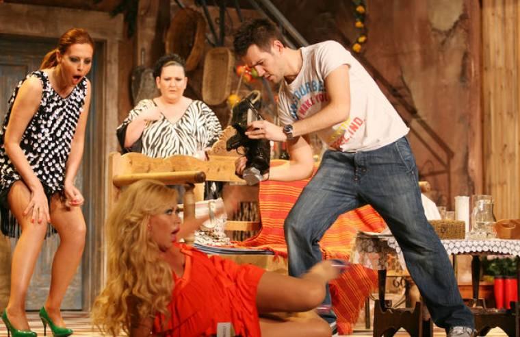 Λαμπερή πρεμιέρα στο Θέατρο Αθηνά