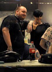 """Η Rihanna """"χτυπάει"""" tattoo!"""