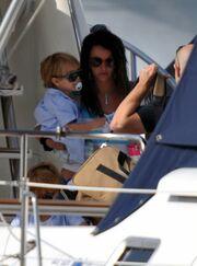 On board με τους γιους της
