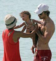 Με τον αγαπημένο της και την κόρη της στο Miami