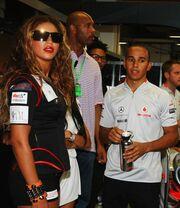 Στo garage της McLaren η Beyonce
