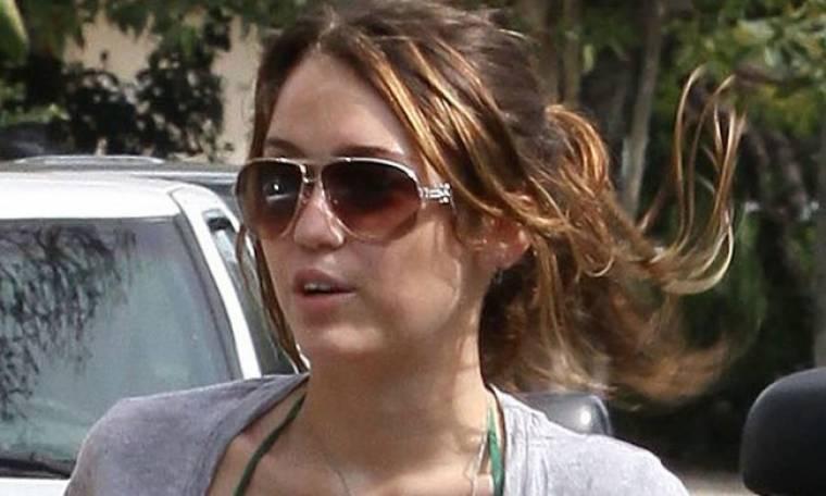 Στο δρόμο που χάραξε η Miley Cyrus
