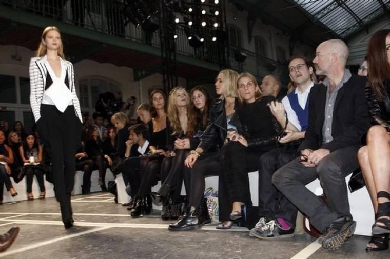 Ευγενία Νιάρχου: Στο show της Givenchy με τις φίλες της