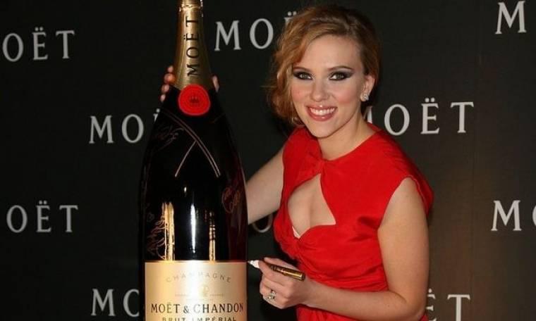 Η Scarlett και η σαμπάνια