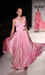 Οι αέρινες δημιουργίες του Ασλάνη στο Fashion Week της Αθήνας