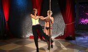 Μαθαίνει pole dancing η Tyra Banks