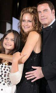 Στο κόκκινο χαλί η οικογένεια Travolta