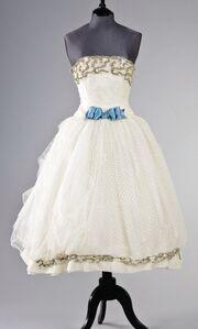Σε δημοπρασία φορέματα της Audrey Hepburn