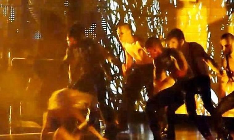 Μετά τη JLO έπεσε και η Lady GaGa στη σκηνή