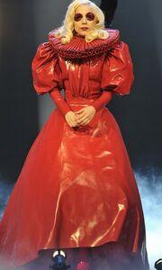 Όταν η Βασίλισσα συνάντησε τη Lady GaGa