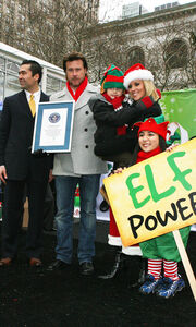 Η Jenny McCarthy ντυμένη Άγιος Βασίλης
