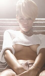 Η Rihanna topless στο GQ