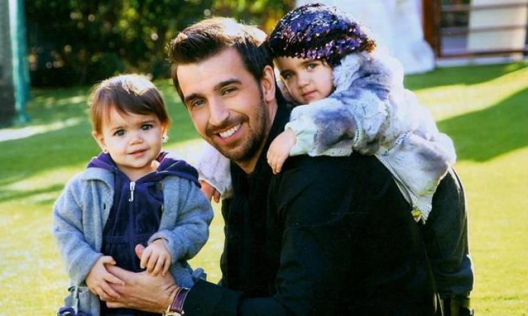Θάνος Πετρέλης: Τα παιδιά, η γυναίκα του και ο Φοίβος
