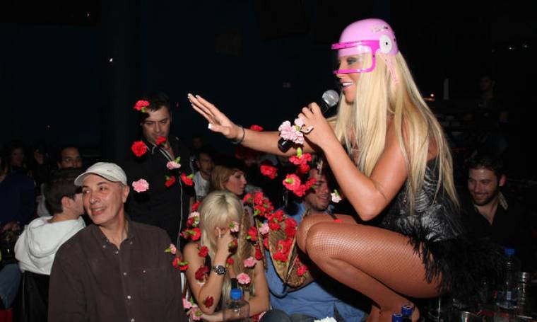 Ζέτα Θεοδωροπούλου: Στην πίστα με... ροζ κράνος