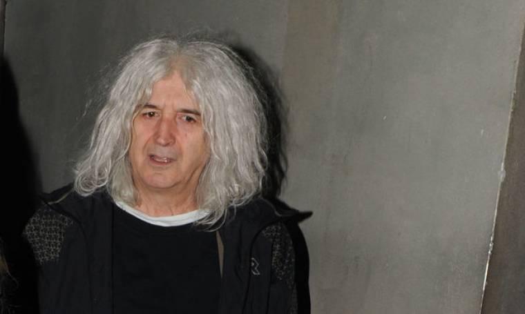 Ο Καρβέλας προβληματίζει τους ανθρώπους του Greek Idol