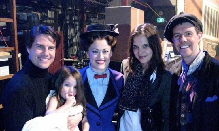 Η Suri αγκαλιά με τη Mary Poppins