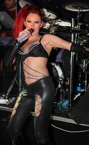 Lady GoGo.... Πως λέμε Lady GaGa; Καμία σχέση....