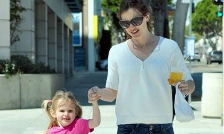 Jennifer Garner: Βόλτα στον ήλιο με την κορούλα της