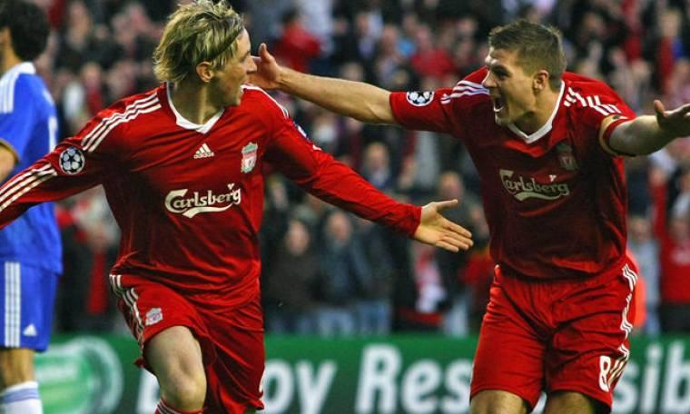 Gerrard, Torres και Reina φωτογραφίζονται με τη νέα εμφάνιση της Liverpool