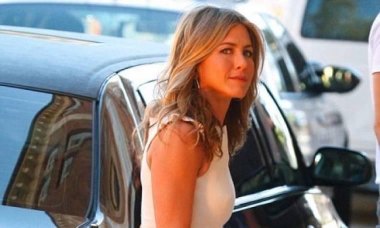 Η σκηνοθέτης... Jennifer Aniston!