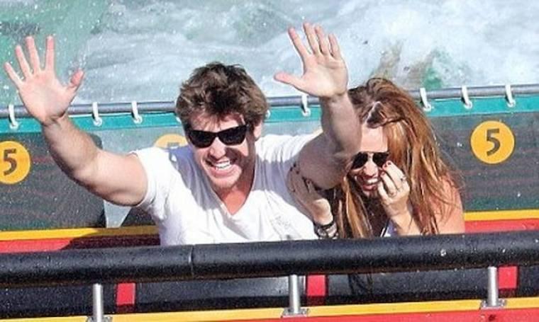 Η Miley Cyrus το διασκεδάζει