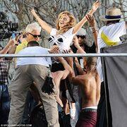 Φωτογραφίες από τα γυρίσματα του νέου sexy clip της Kylie Minogue