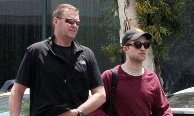Robert Pattinson: Πουθενά χωρίς τον σωματοφύλακά του