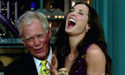 A.Kutcher: Στην αγκαλιά του David Letterman