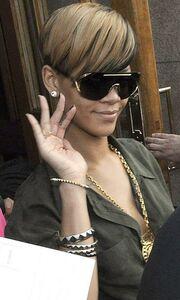 Rihanna: Βόλτες στο Δουβλίνο