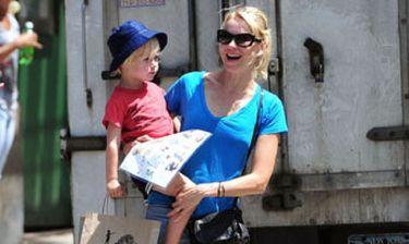 Ο γιος της Naomi Watts κλέβει την παράσταση