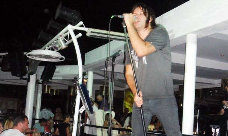 Ο Κοργιαλάς τραγουδάει η Ευριδίκη θαυμάζει