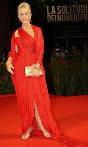 Η Helen Mirren στα κόκκινα