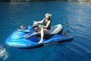 Nατάσσα Ράγιου: Απολαμβάνοντας το απέραντο γαλάζιο του Ιονίου