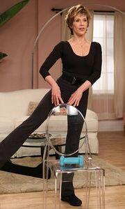 Η Jane Fonda μας γυμνάζει στα 72