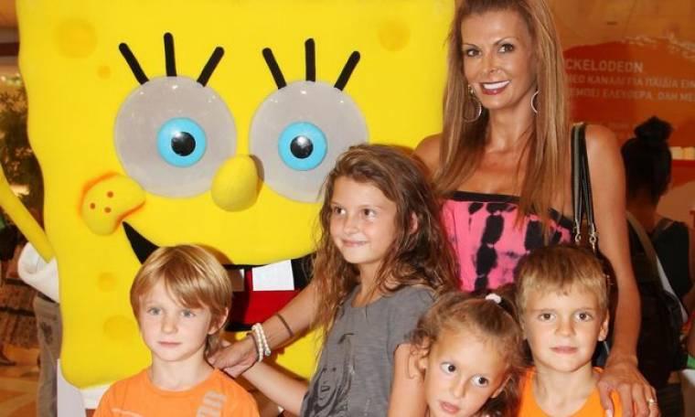 """Επώνυμες μαμάδες με τα παιδιά τους στον """"Μπομπ Σφουγγαράκη"""""""