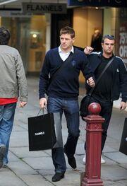 Steven Gerrard: Άψογο στυλ και στις βόλτες του