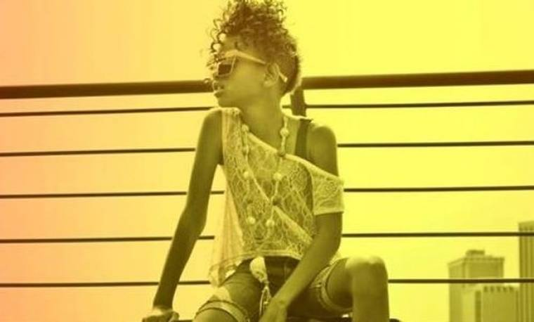 Video: Η Willow Smith τραγουδά
