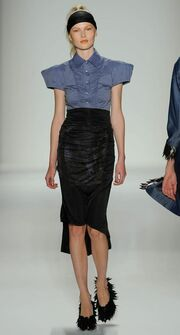 Καρέ καρέ η επίδειξη μόδας του Βασίλειου Κωστέτσου στη Νέα Υόρκη