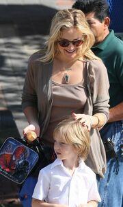 Αφοσιωμένη μαμά η Kate Hudson