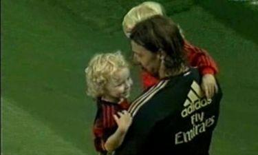 Video: Ο Ζλάταν Ιμπραΐμοβιτς αγκαλιά με τα παιδιά του στο γήπεδο