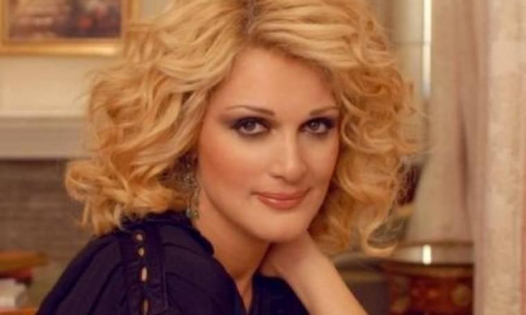 Video: Η Νατάσα Θεοδωρίδου ερμηνεύει το νέο της τραγούδι στην πρεμιέρα της