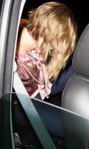 Γιατί κρύβεται η Johansson;