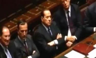 Video: Ο Silvio Berlusconi κοιμάται... στη Βουλή