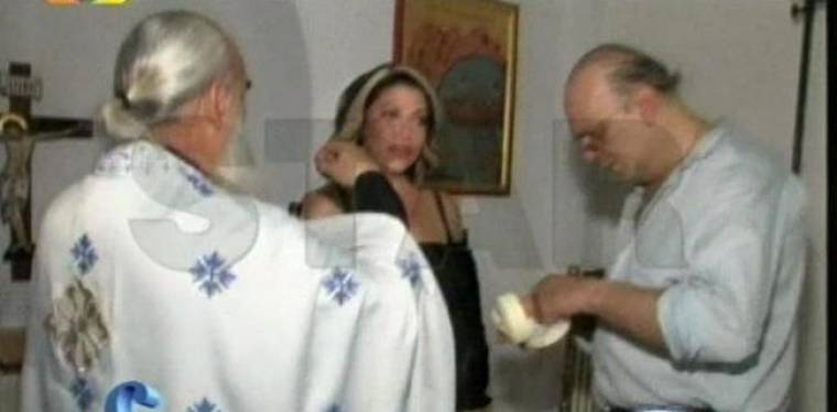VIDEO: Βαφτίστηκε Χριστιανή Ορθόδοξη η Τζούλι Μασίνο