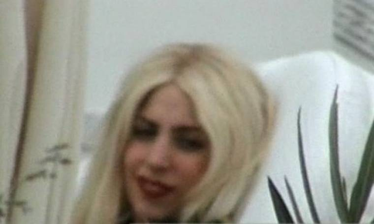 Καρέ καρέ οι διακοπές της Lady Gaga στη Σαντορίνη