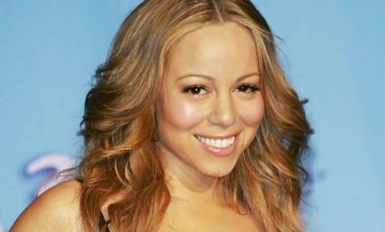 Η Mariah Carey τραγουδά με τη μαμά της