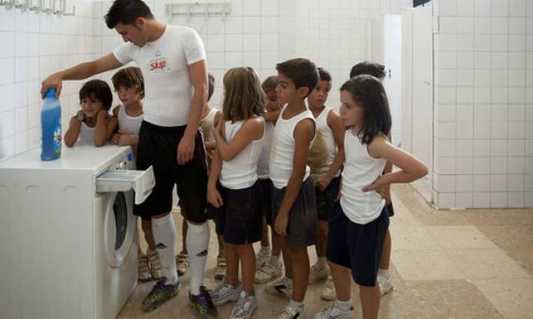 Video: Ο David Villa βάζει... πλυντήριο