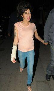 Ο επίδεσμος της Amy Winehouse