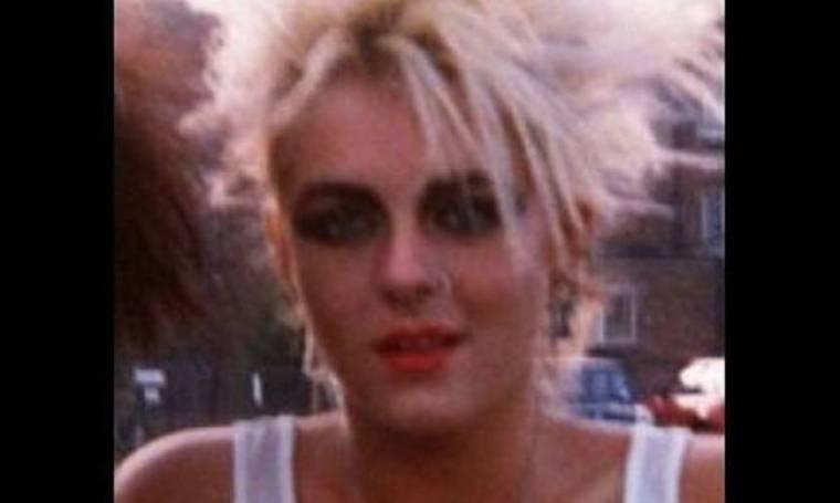 Quiz: Ποια είναι η «punk» έφηβη της φωτογραφίας;