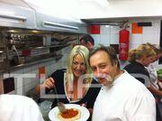 Το party της Ρούλας Κορομηλά στο νέο της εστιατόριο!
